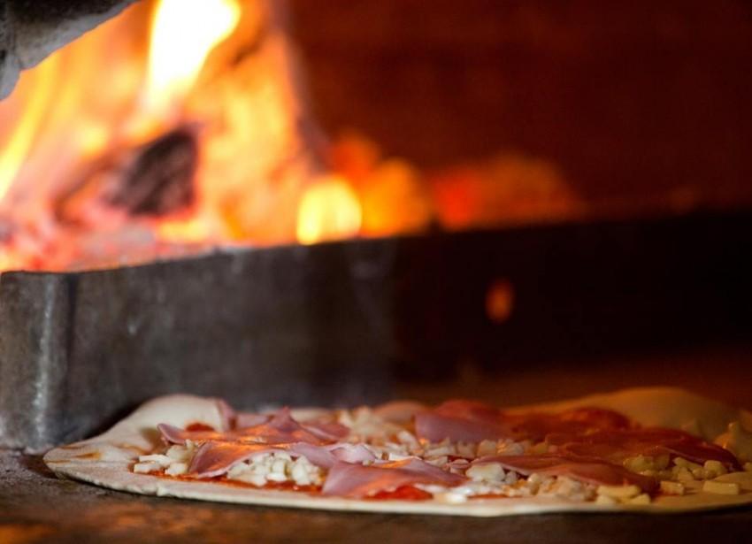 Karijola pizza