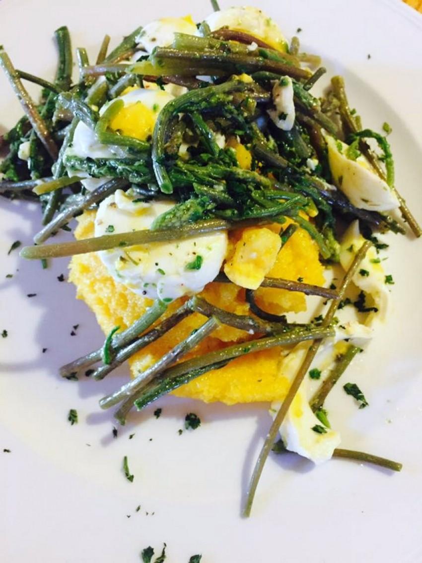 Šparoge i domaća jaja na palenti, restoran Đuđa i Mate, Vid