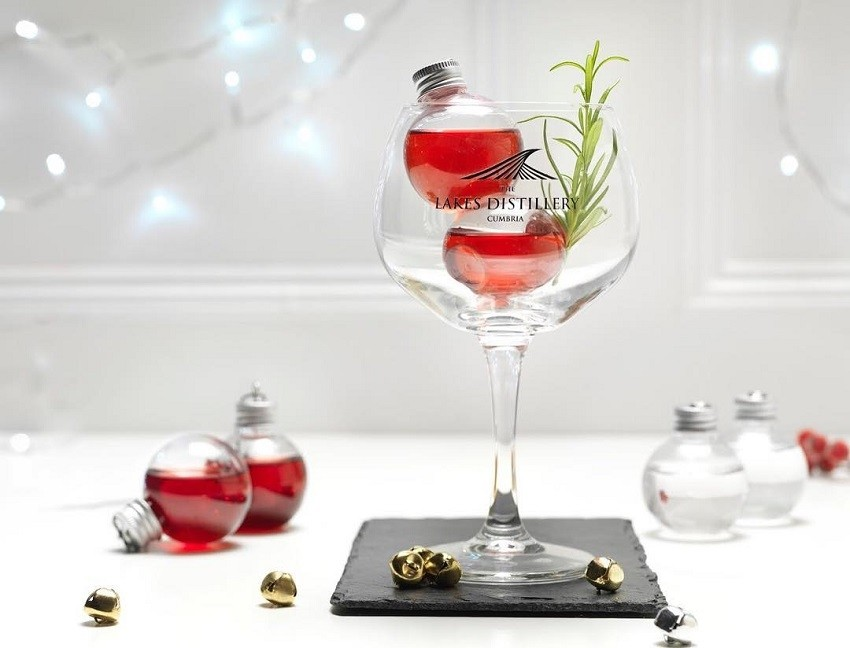 Božićne kuglice ispunjene alkoholom