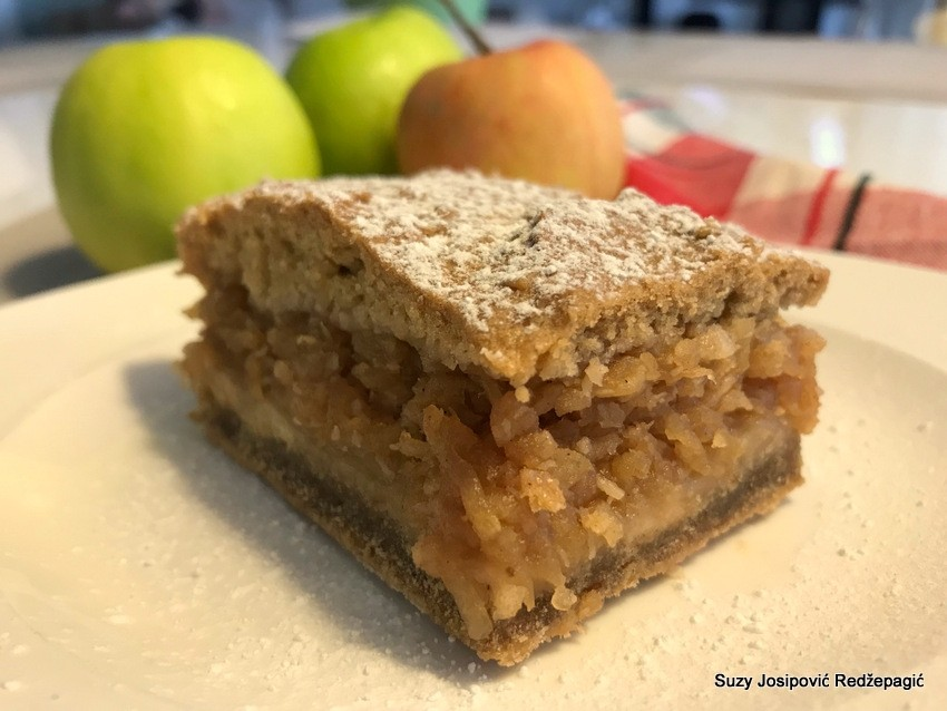 Posna pita s jabukama bez jaja, bijelog brašna i mliječnih proizvoda by Suzy Josipović Redžepagić, Mama zna
