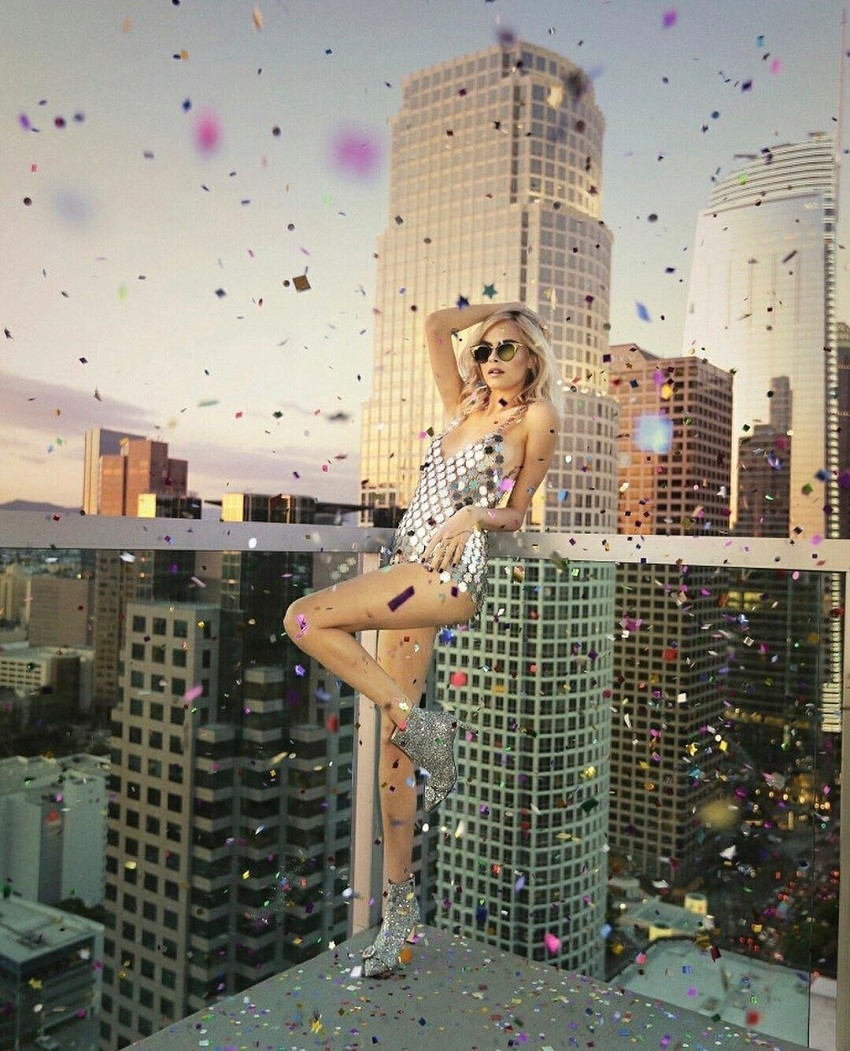 Cara Delevingne u svjetlucavim čizmama zvijezda je nove Jimmy Choo kampanje