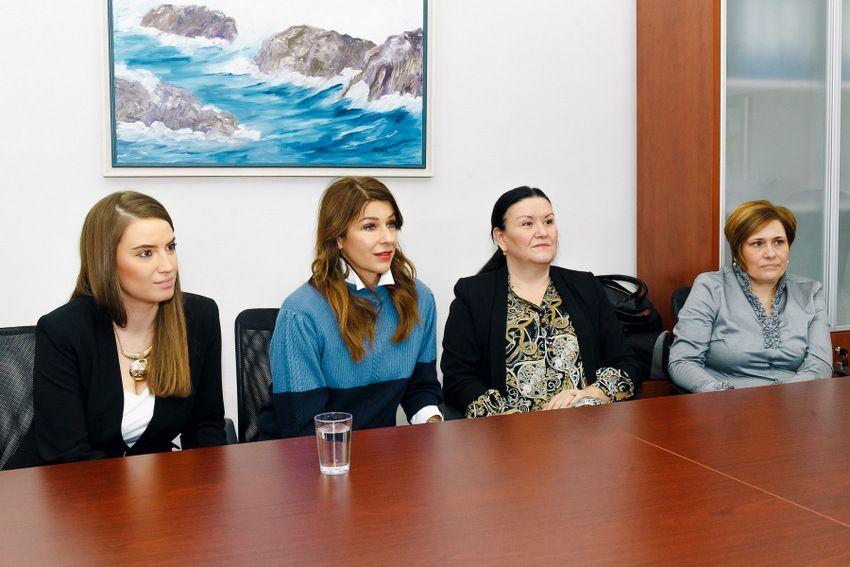 Predstavnici Douglas parfumerija s Carmen Ankicom Ljubić, ravnateljicom dječjeg vrtića Kapljica