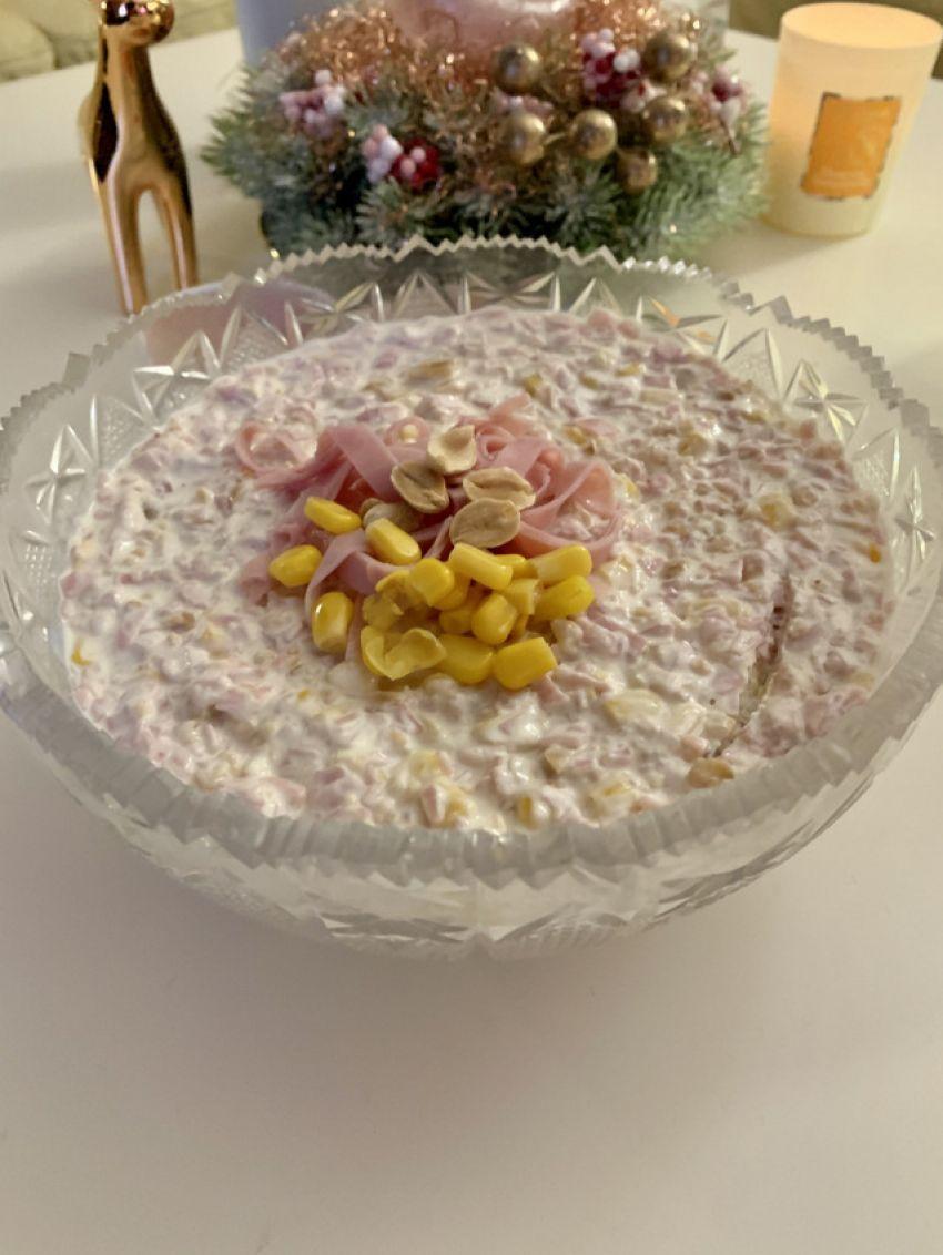 Salata s kikirikijem, Suzy Josipović, Mama zna