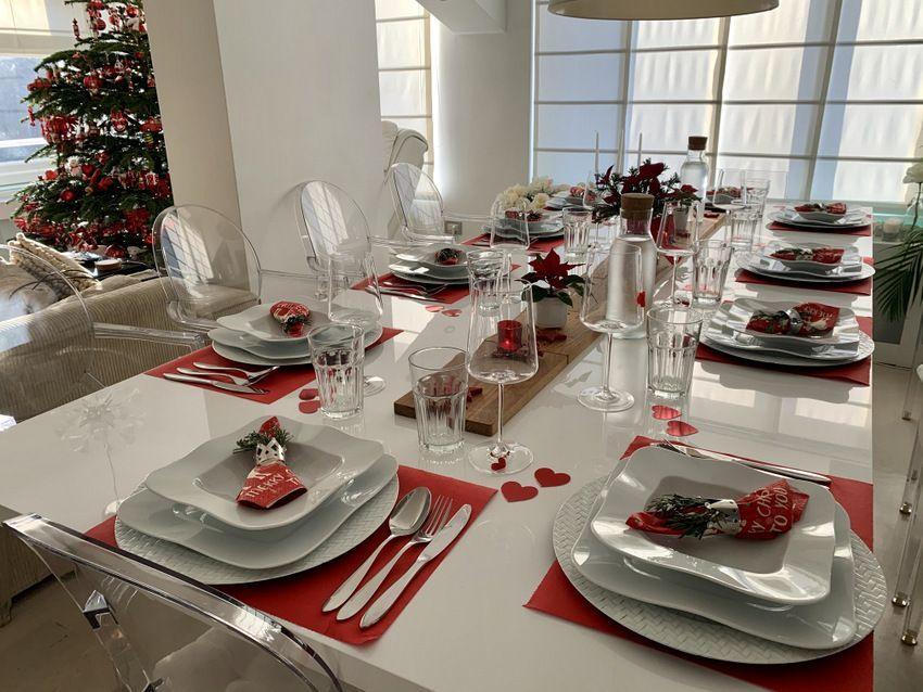 Božićni stol u mom domu