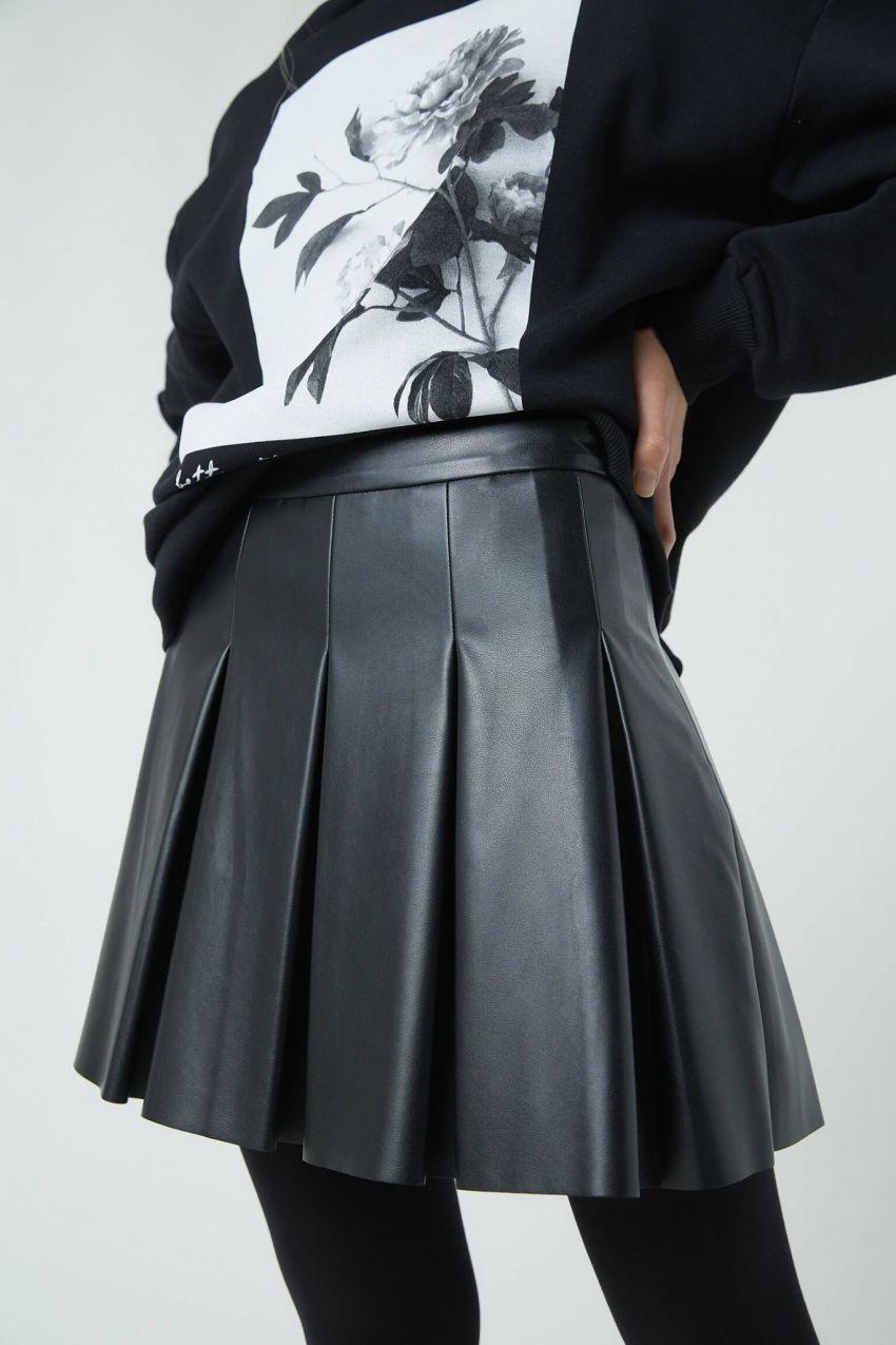 umjetna koža, crna mini suknja, p&b